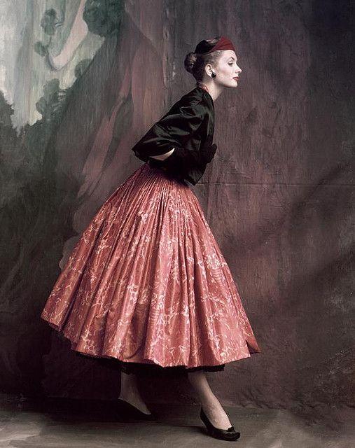 Suzy Parkerphotographed byJohn Rawlings, 1953 OctoberVogue