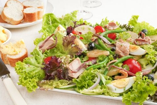 10 Light Salads That Eat Like a Meal | Lunch salads and sandwiches ...