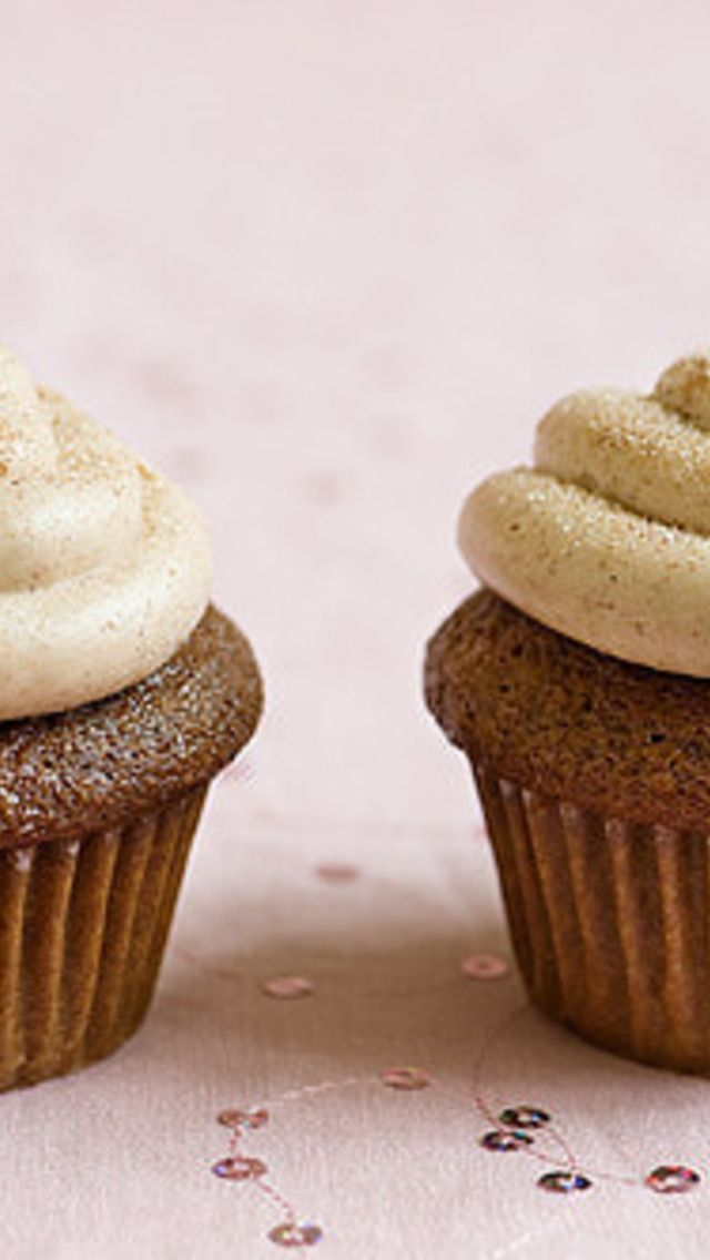 Gingerbread Cupcakes with Cinnamon Cream Cheese Frosting | Desserts ...