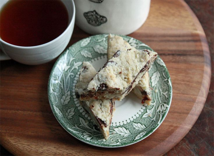 Coconut Shortbread Bars: flaky, full of dark chocolate and dried ...