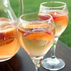 Sparkling White Peach Sangria: A sweet & summery peach sangria ...