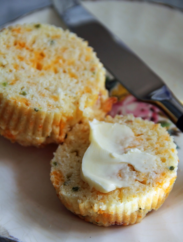 Bacon, Cheddar & Chive Muffins - cheesy, bacony deliciousness!