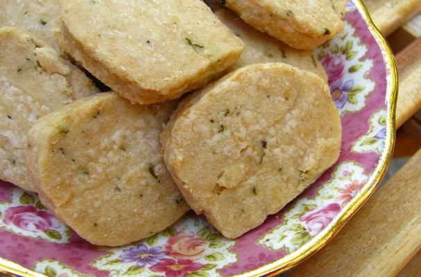 homemade parmesan thyme crackers! Yum-o!