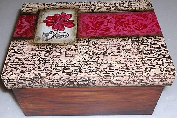 Caixa de mdf, decorada com carimbos.