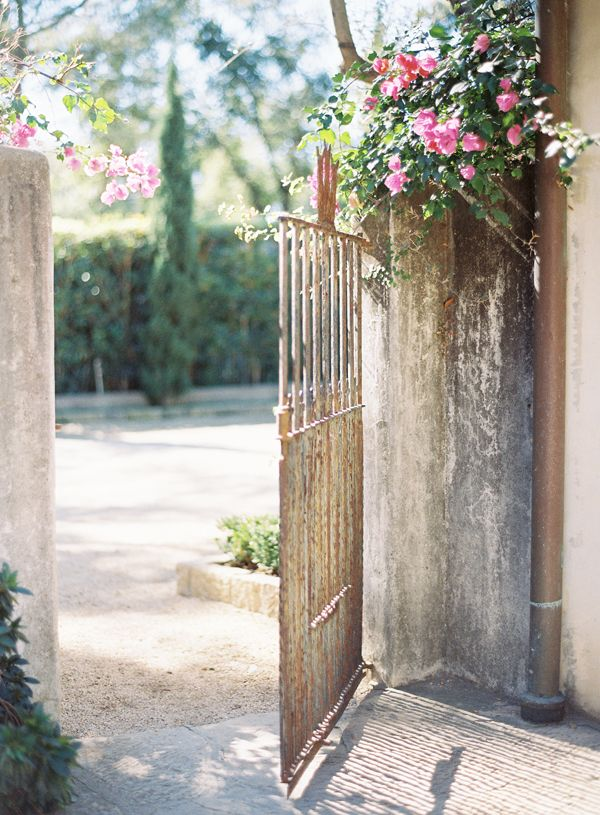 Rustic garden gate ideas photograph rustic iron garden gat for Rustic garden gate designs