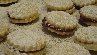 Raspberry shortbread sandwich cookies...Christmas or Valentine's Day.