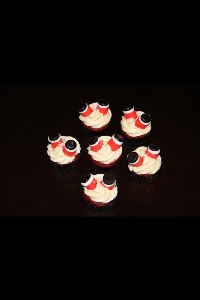 Stuck in the chimney santa cupcakes | cakes by WilChan | Pinterest