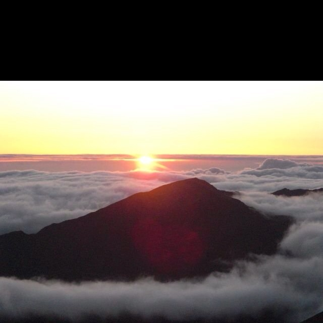 Want to check out a sunrise at Haleakala while we're in Maui!