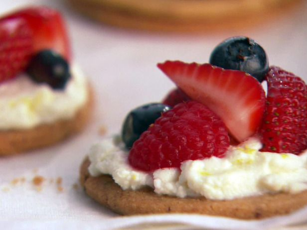 Almond cookies with sweet ricotta (try cream cheese for a cheesecake ...