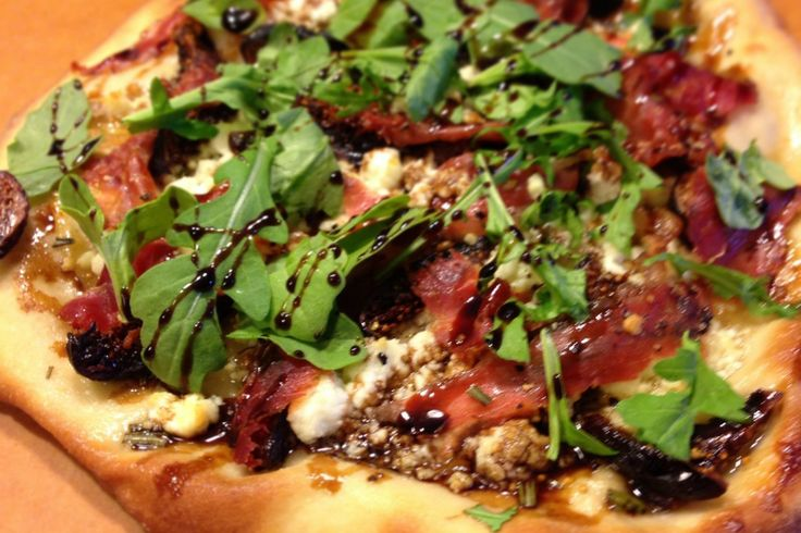 Fig & Prosciutto Pizza- I had this with caramelized onions and ...