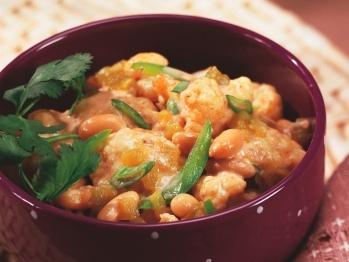 Cookstr Cheesy White Chili with Cauliflower- I used white navy beans ...