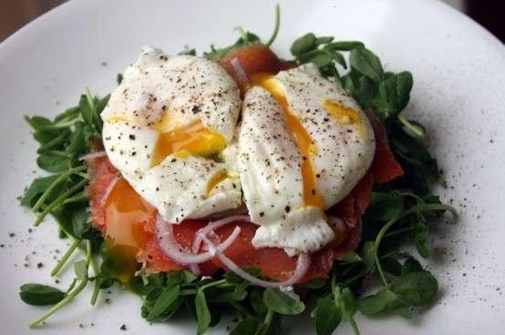 Poached eggs and smoke salmon salad | FOOD! | Pinterest