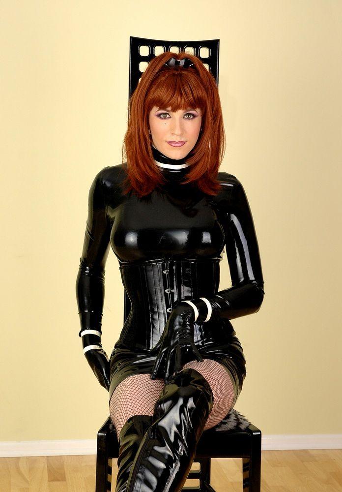 Фото женского костюма из латекса для трансвеститов