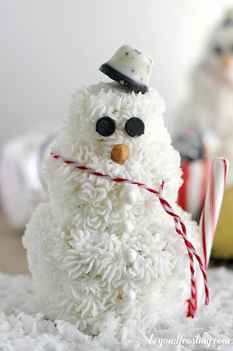 Stacked Cupcake Snowman   beyondfrosting.com   #snowman #cupcake # ...