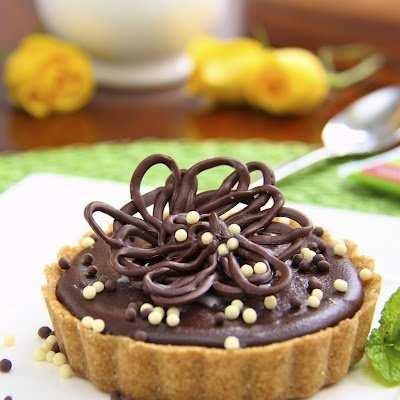 Peanut Butter Tart w/ Shortbread Crust & Chocolate Ganache Glaze | Re ...