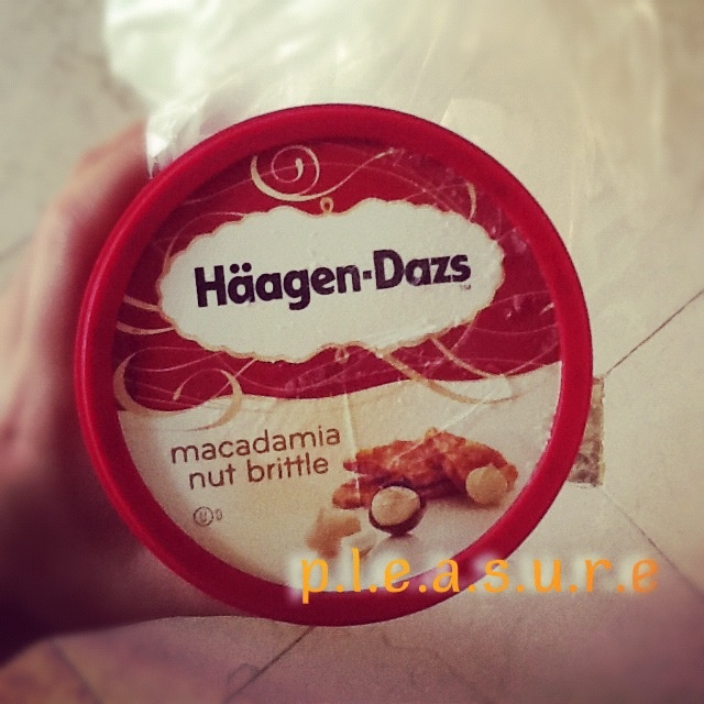 haagen dazs Macadamia Nut Brittle Heavenly!