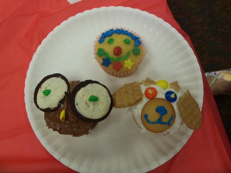 Cupcake Decorating Ideas Animals : Cupcake Decorating with Animal Faces Dream Big - Read ...