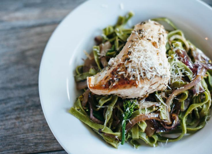 spinach fettuccine with broccoli rabe and grilled chicken | paperyrain ...