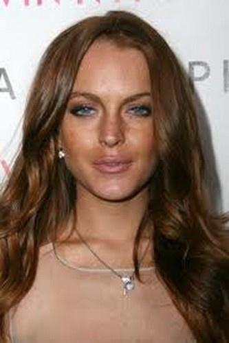 Lindsay Lohan tanning ... Lindsay Lohan