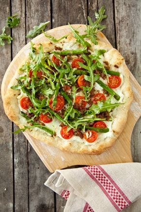 Asparagus, Sausage, and Arugula Pizza