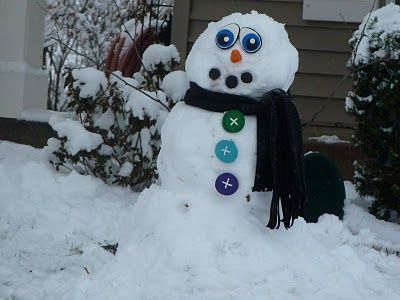 No more searching for bits . . . these ready-made snowman parts could even be stored in the vehicle for impromptu snow sessions away from home! Great idea!