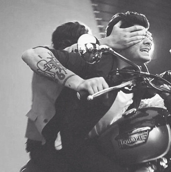 harry and zayn kiss you video one direction pinterest