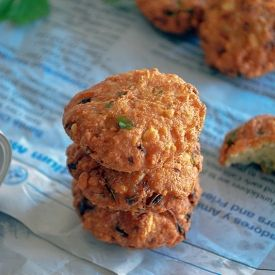 Deep fried lentil fritters - spicy, crunchy, tasty - perfect for ...