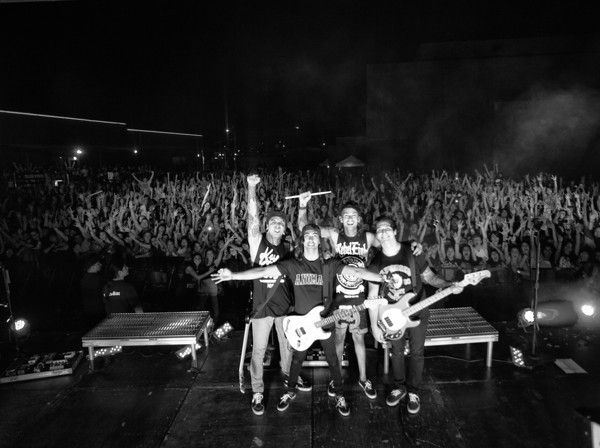 Pierce the VeilPierce The Veil Black And White Live