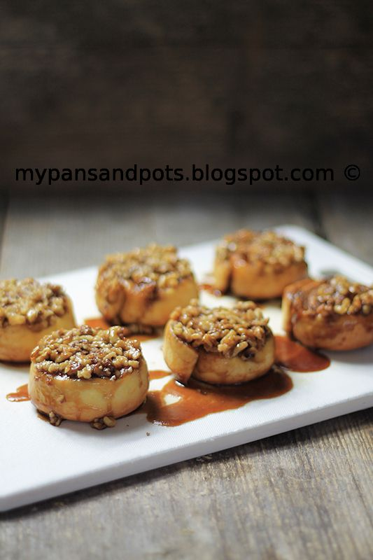... pots: Pužići sa cimetom, orasima i karamelom/ Cinnamon sticky buns