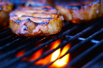 Marinated pork chops on the grill: lime juice,garlic salt,apricot ...