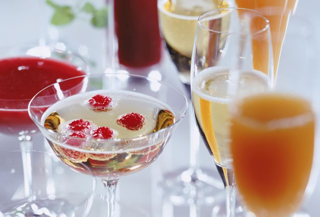 Def want champagne with floating berries #luxbride