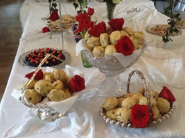 Buttermilk currant scones | Snacks and Dessert | Pinterest