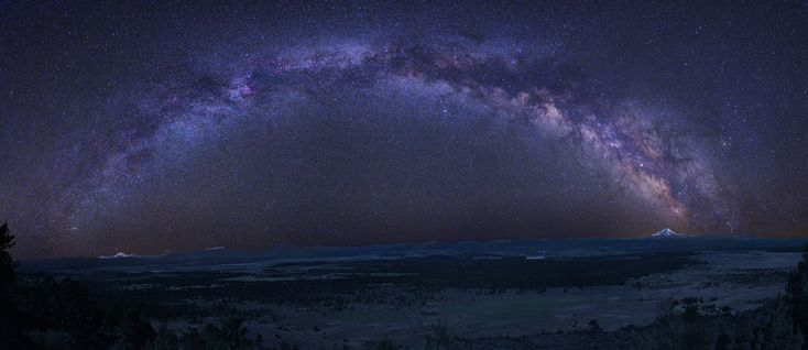 Milky Way arc, created from a 24 frame mosaic tracking Earth and sky separately. (by Tony Hallas)