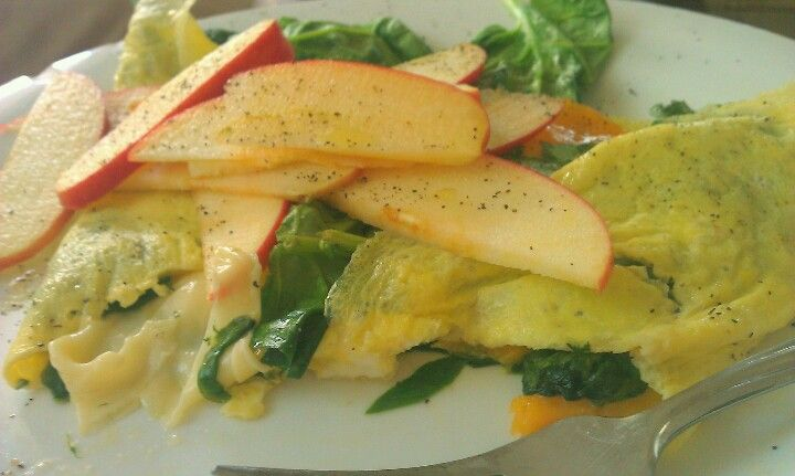 Baby spinach & cheddar omelette with salt and pepper. Easy, healthy ...