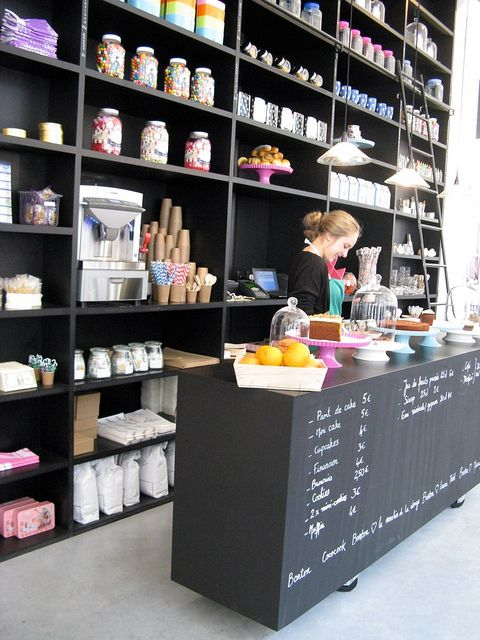 interior toko kue