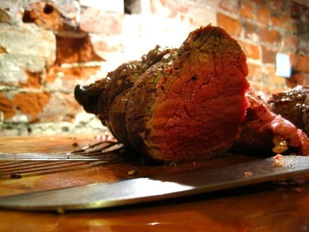Roast Beef de lomito con mantequilla de vino rojo