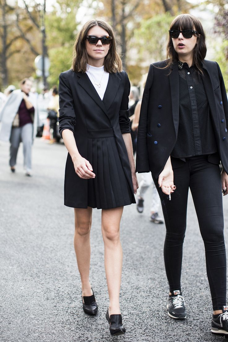 black on black x 2. #JuliaGall +1 in Paris.