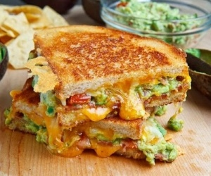 Bacon Guacamole Grilled Cheese Sandwich | DELÍCIA | Pinterest