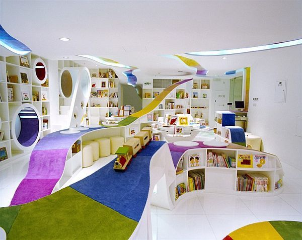 Playing and Reading in Colorfull rooms