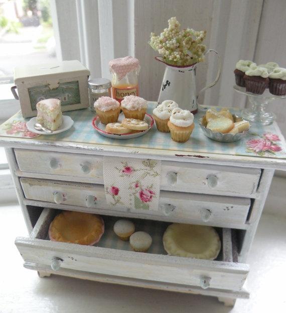 Cocina en miniatura mesa del buffet y Dulces