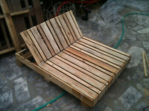 Pallet lounge chair DIY