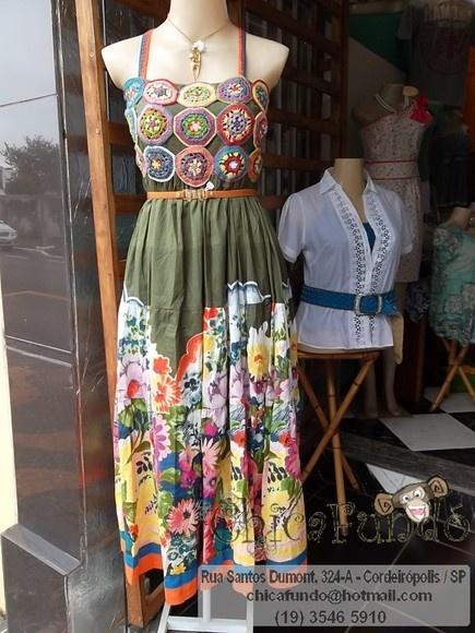 Lindo e deslumbrante modelo de vestido em cambraia com forro ( ambos em cambraia, tecido 100% natural )  peitoral bordado em crochê floral patchwork luxo elastek nas costas pra melhor ajuste R$189,00