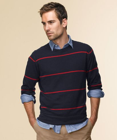 Types of men's pullovers sweaters The most popular neckline styles for men's pullover sweaters are crew neck, V-neck, turtleneck, and shawl neck. Crew neck sweaters have round necklines while turtleneck ones have tall collars that cover the throat.