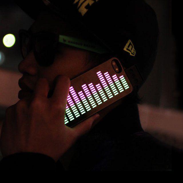 iEqualizer iPhone Case – $21:着信、音楽、周囲の雑踏など、音や振動に合わせて、ELパネルが波打つように光を発するiPhone5ケースだそうです。持ってたら目立つこと間違いないな!ただ、これバッテリーどれくらい持つのかな?