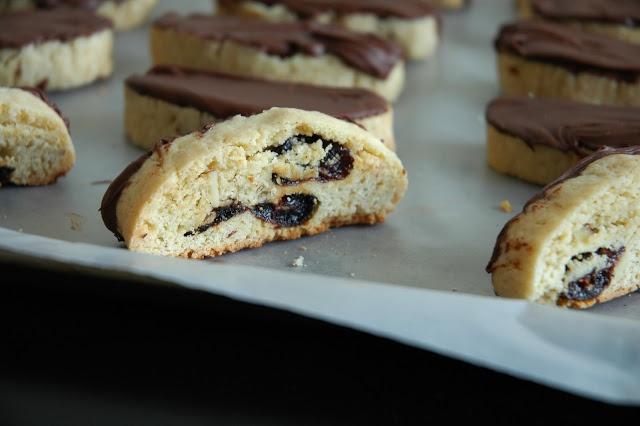 Chocolate Cherry Almond Biscotti | Cookies | Pinterest