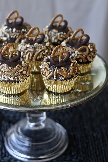 Chocolate Pretzel Cupcakes axel8317 | can t stop laughing | Pinterest