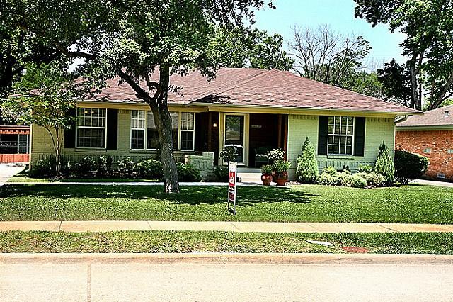 6425 glennox ln curb appeal ranch house pinterest for Ranch house curb appeal