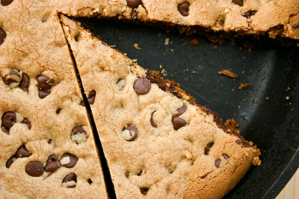 Skillet Baked Chocolate Chip Cookie | Cooking (Snacks) | Pinterest