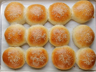Cookistry: Sesame Burger Buns | Yummy looking recipes | Pinterest