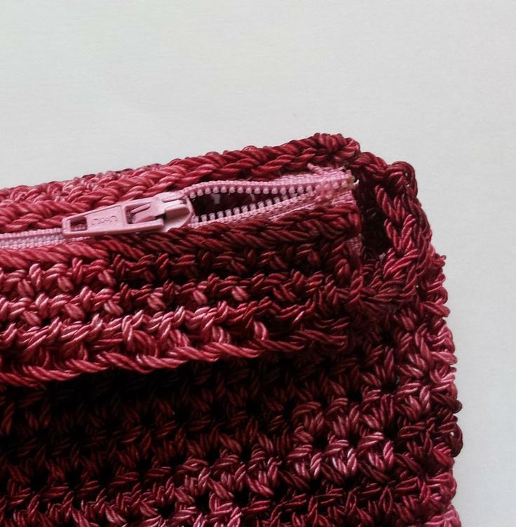 Crochet Zipper Stitch : adding a zipper to crocheted bags Crochet - Handbags Adding Handles ...